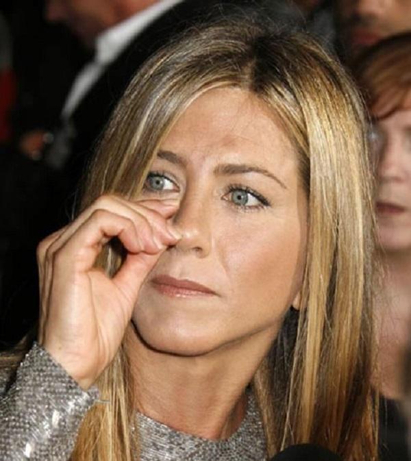 Jennifer Aniston Picking Her Nose