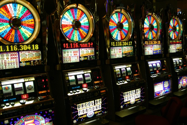 Why You Should Play Casino Table Games Rather Than Slots