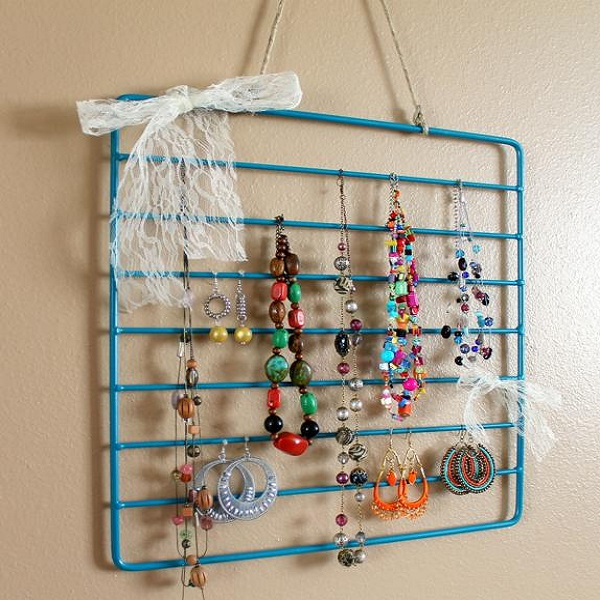 An Earring Holder Made From an Oven Shelf Rack