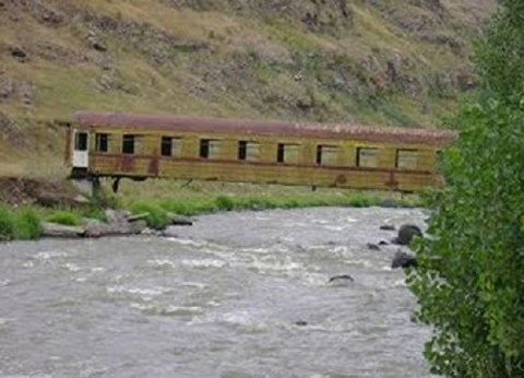 Ten Amazing Things You Can Make With Old Trains and Train Tracks