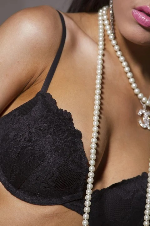 Difference Between Breast Augmentation and Breast Lift