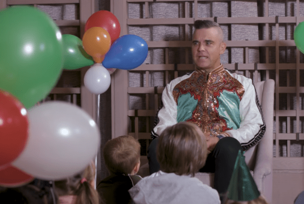 Robbie Williams Gets Interviewed By A Bunch Of Cute Kids image of Robbie Williams