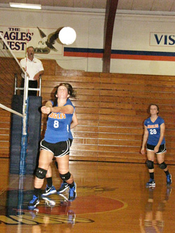 Vienna's Breanna Russell (#8) makes a play as Harley McIlwain looks on during last Thursday's match with NCOE.