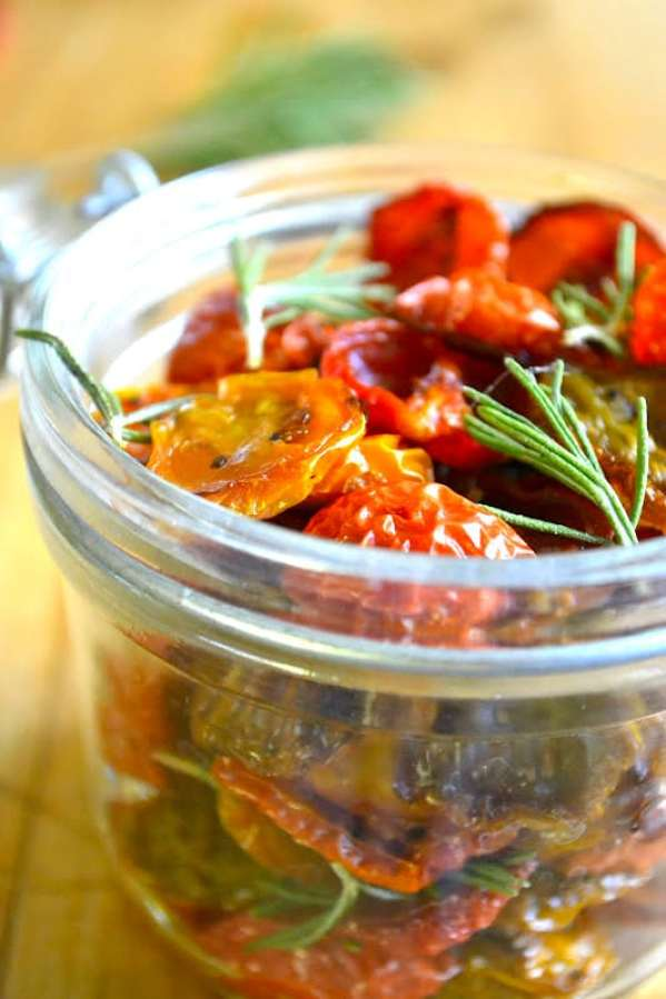 How to Dry Cherry Tomatoes ~ Oven dried cherry tomatoes, packed in a mason jar with fresh rosemary