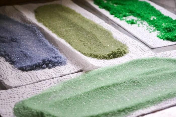 making homemade colored decorating sugar