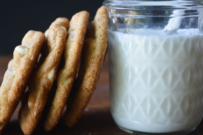flourless and gluten free white chocolate chip macadamia cookies