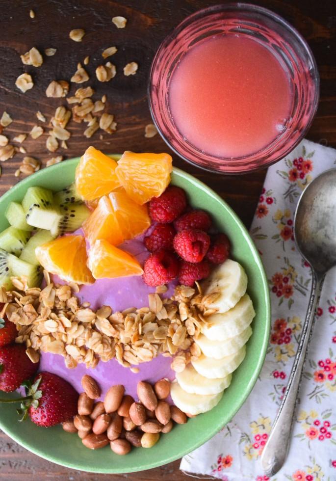 blackberry yogurt smoothie bowl