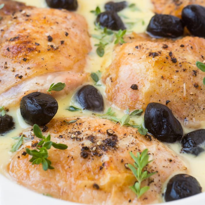 Chicken in Lemon Sauce with Olives is a quick and glorious Mediterranean inspired meal, just perfect for summer evenings. | theviewfromgreatisland.com