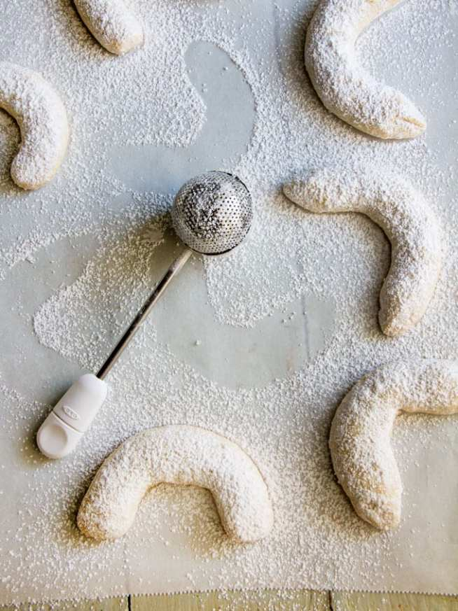 almond crescent cookies from Panning the Globe