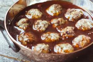How to Make the Best Bourbon Meatballs ever! ~ theviewfromgreatisland.com