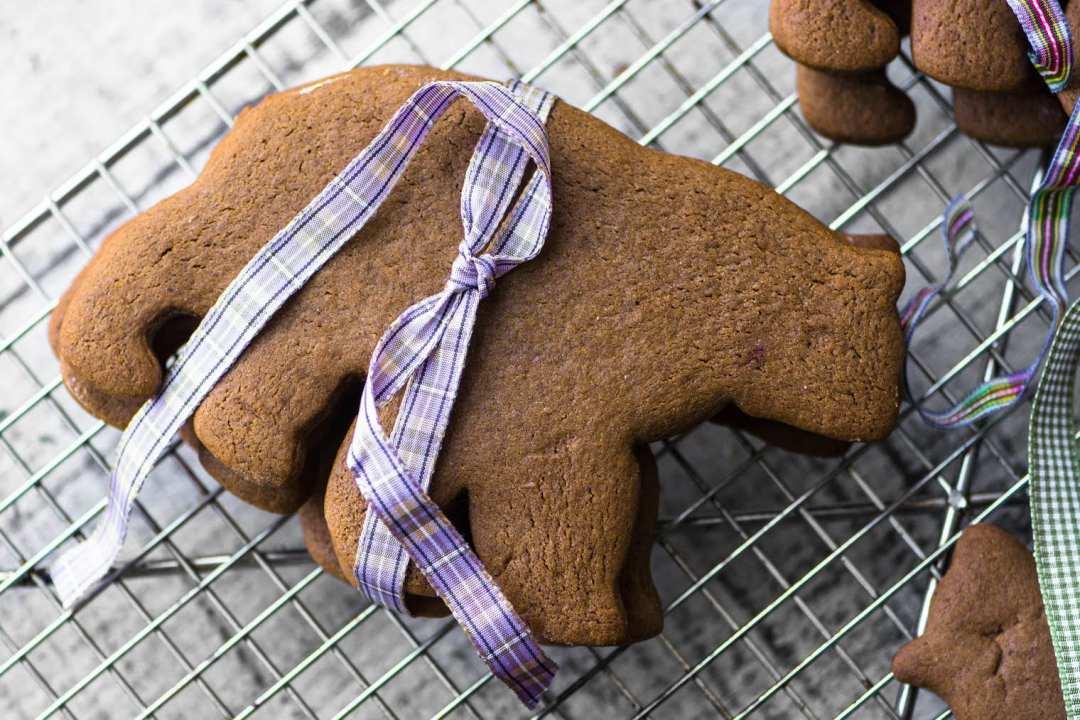 Gingerbread polar bear with ribbon
