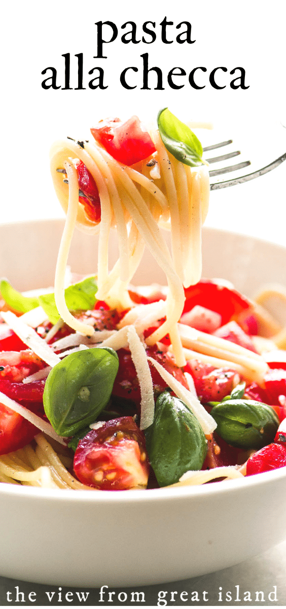 Pasta alla Checca is a healthy 30 minute meal made with an Italian raw tomato and basil sauce. #pasta #tomatoes #raw #30minutemeal #healthy #spaghetti #angelhair #sauce #spaghetti #italian #easy #dinner #basil #tomatosauce #caprese
