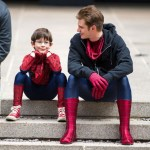 amazing-spider-man-2-set-photo-andrew-garfield-kid-evian