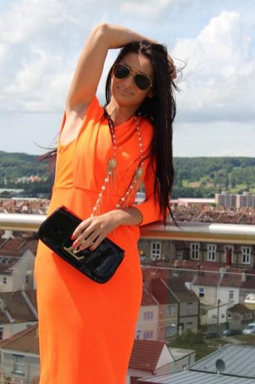 Orange one shoulder famine slim fitting dress