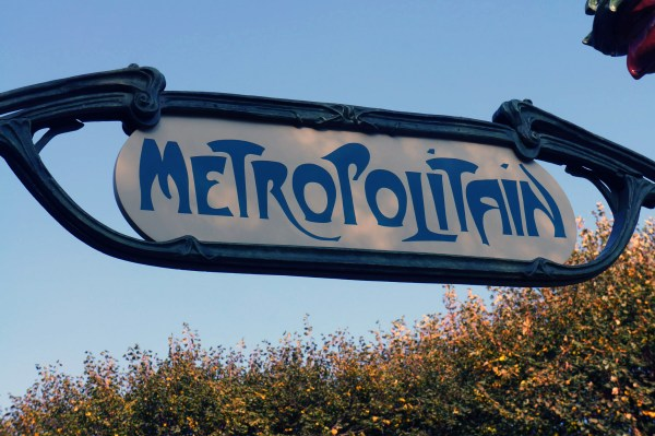 photograph of Metropolitain sign in sculpture garden