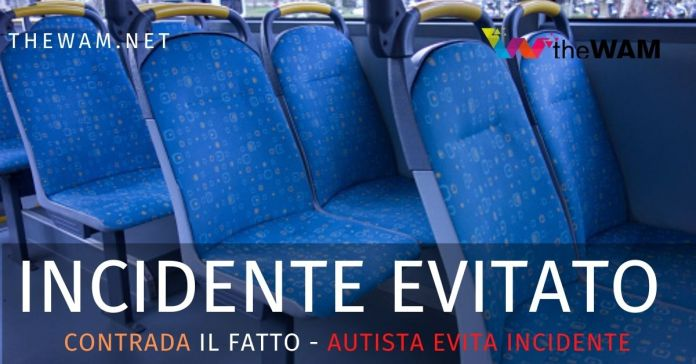 L'autista del bus ha evitato un incidente all'altezza della galleria di Contrada