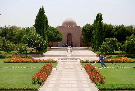 AF Oman -- mosque grounds
