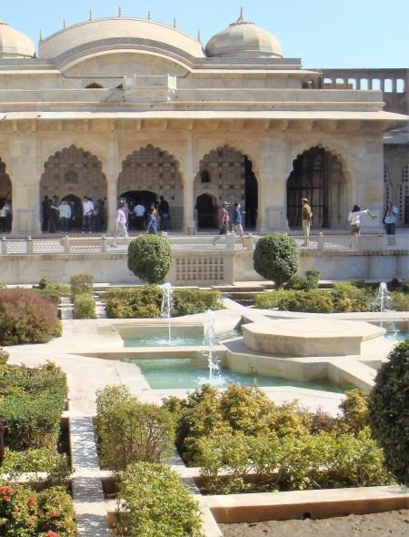 amer-fort-garden-jaipur