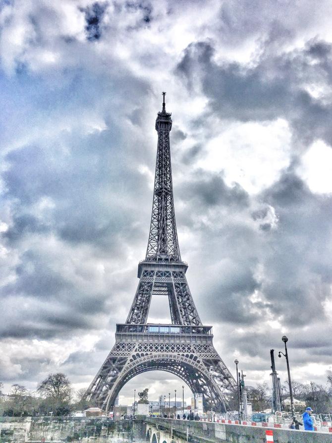 Best hotel & restaurant with view of Eiffel Tower - Paris