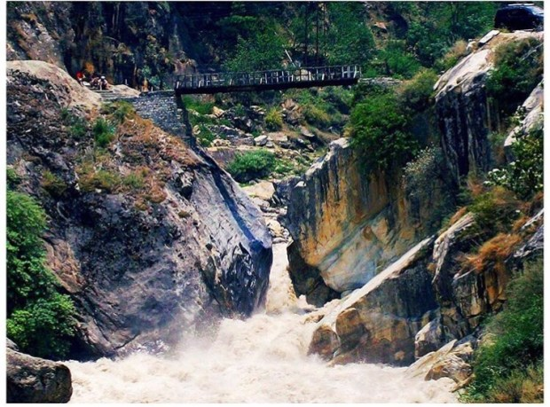 Bridge in Kasol Valley    Kasol Himachal Pradesh India    Kasol Valley    Kasol Manali    Kasol Valley travel    Kasol India    Parvati river    #wanderingcore #travel #kasol #kasolvalley #himachalpradesh #india #asia #manali