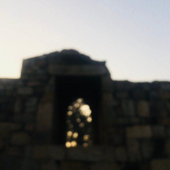 Qutub Minar, Delhi, India || Old structure out of focus