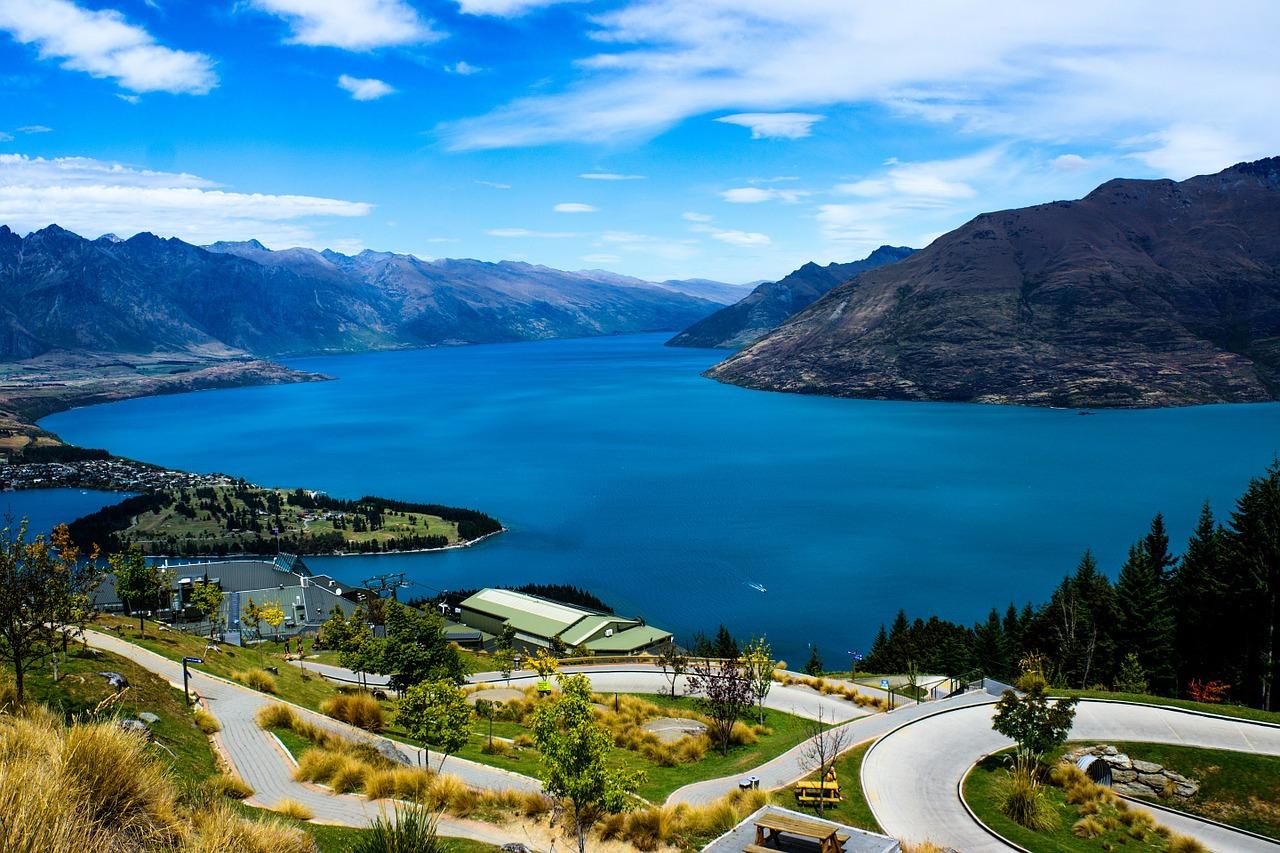 lake-wakatipi-queenstown-newzealand