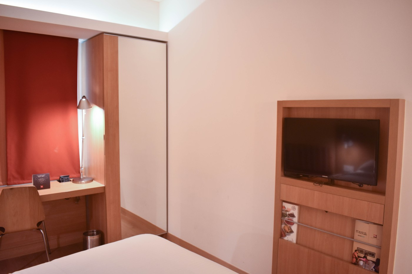 IBIS room tv & wardrobe