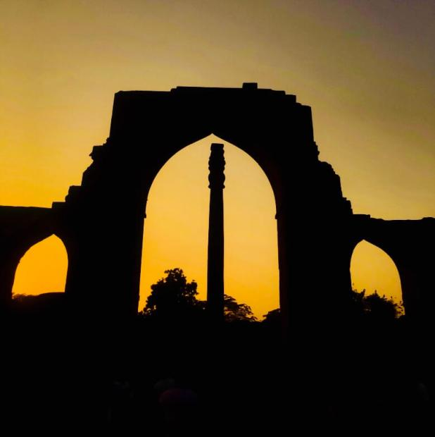 qutub-minar-delhi-india-iron-pillar-delhi-silhouette-india