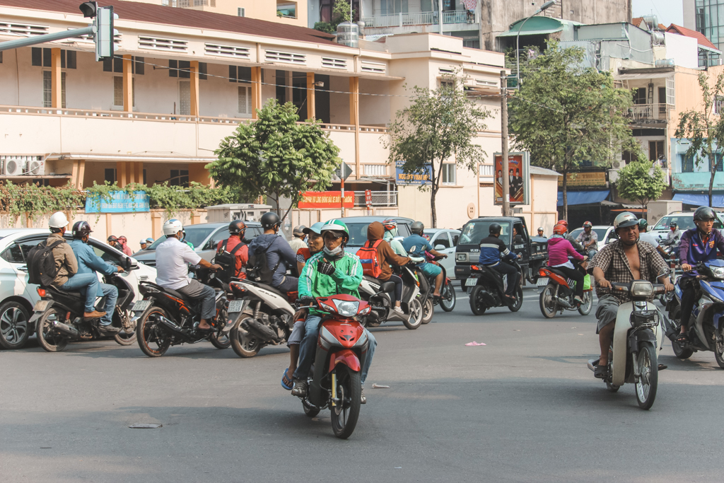 Ho Chi Minh City   Scooters   Vietnam   Backpacken