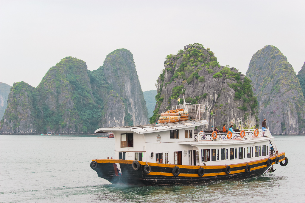 The best way to visit Halong Bay? To take the boat from Cat Ba Island.