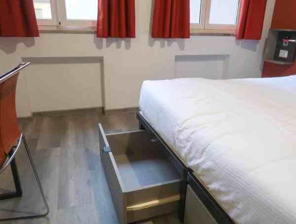 The RomeHello Hostel private double room