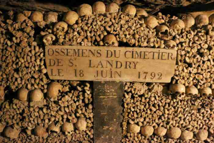 Catacombs best tours to do in paris