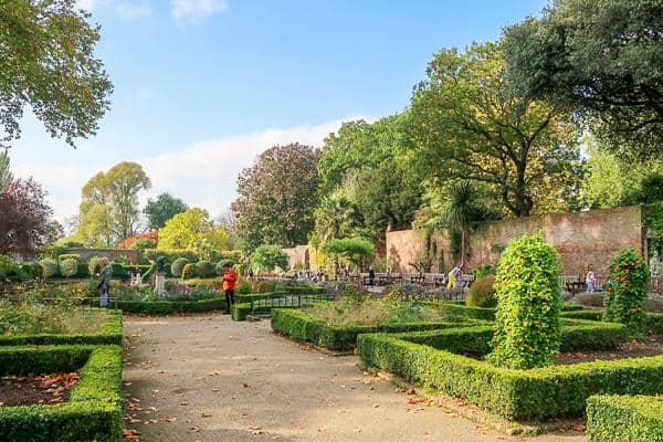 Holland Park in Autumn