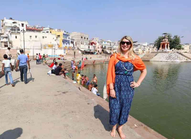 ellie quinn at Pushkar Lake | things to do in Pushkar