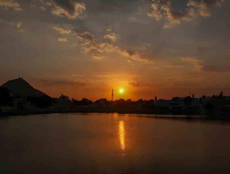 golden sunset from Jaipur Ghat | things to do in Pushkar