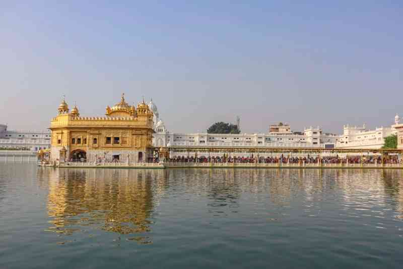 queues to get into the Golden Temple Amritsar