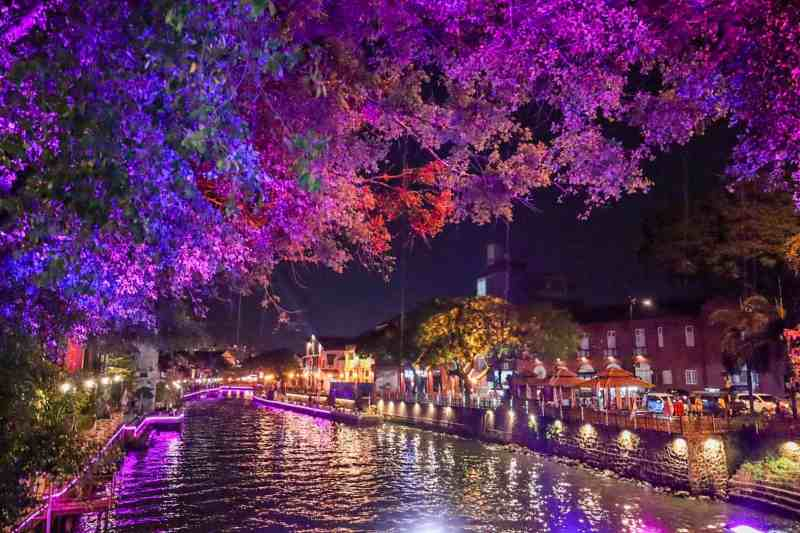 things to do in Melaka Malaysia, river boat at night