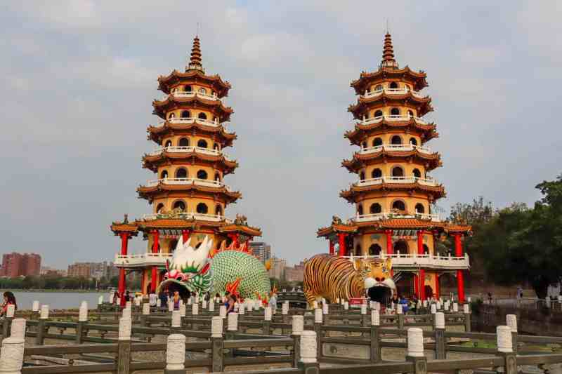 Dragon and Tiger Pagoda | Kaohsiung itinerary
