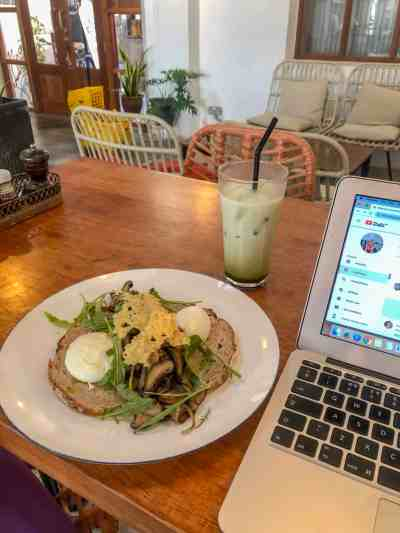 how to be productive on your blog when travelling