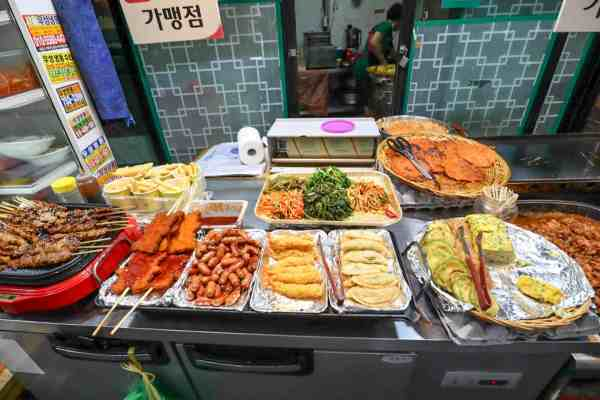 free things to do in Seoul, street food from tongin market seoul