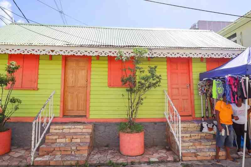 dominica travel guide, Colourful building in Roseau