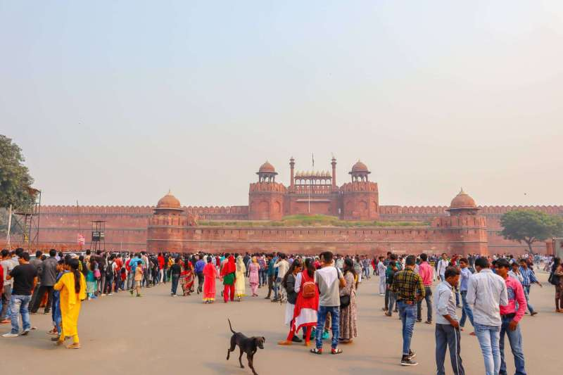 red fort in Delhi with crowds of people | 2 week India itinerary