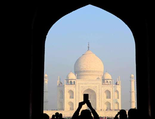 phone being held up infront of the taj mahal | 2 week India itinerary