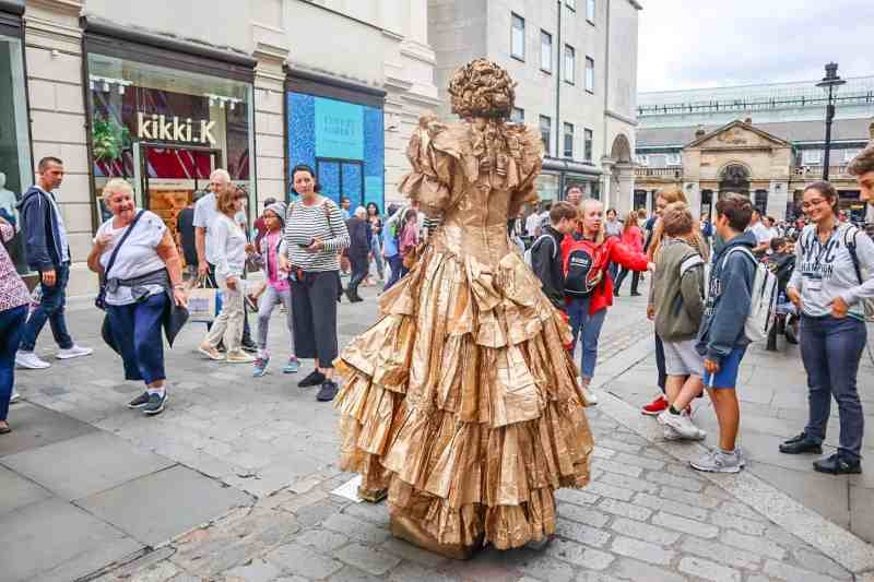 covent garden women street performer in dress covered in gold | covent garden london guide
