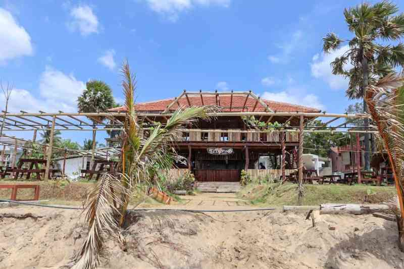 Things to do in Arugam Bay, leaf and vine arugam bay restaurant