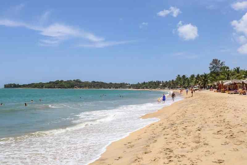 things to do in Arugam Bay, Arugam bay beach with blue sky