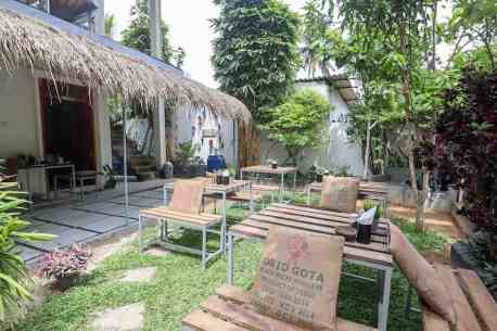 outside of Shady lane cafe mirissa | best cafes in Mirissa