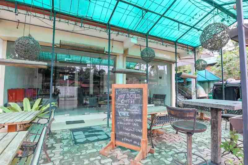 outside chairs in Star Beans Cafe in Mirissa | best cafes in Mirissa