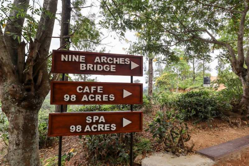 Nine Arch Bridge and 98 Hotel Sign | visiting little adams peak and nine arch bridge in Ella
