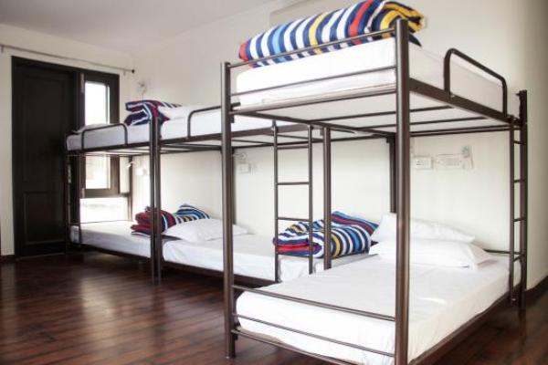 bunk beds in madpackers hostel south delhi